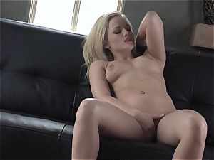 Alexis Texas likes thumping her thumbs in and out of her lubricious muff