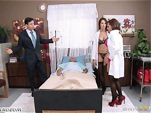 Kortney Kane & Madison Ivy - porno threeway in a polyclinic ward