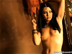 wonderful naked gal From Bollywood