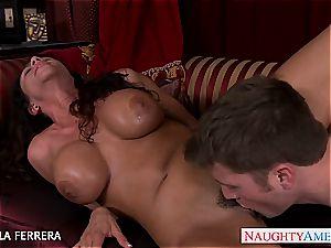 big-boobed milf Ariella Ferrera ravaging a worker