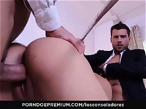 LOS CONSOLADORES - Julia De Lucia enjoys horny 4some