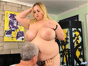 plumper Nikky nastier pleased by a masseur