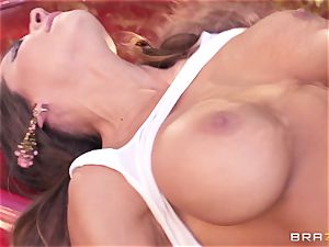 Luxury superstar Madison Ivy gets rock hard penetrated by Keiran Lee outdoor