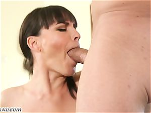 My new gorgeous neighbor Dana Dearmond came to me to get accustomed