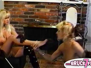 Retro lesbians belt dick