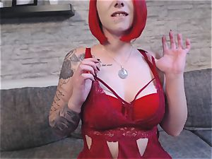 Striptease in fantastic roter reizwäsche für dich