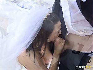 salami thirsty bride Simony Diamond