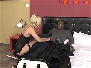 Invited a stranger cheating trainer to screw blonde wifey