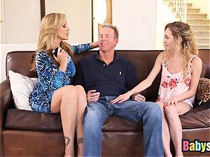 tiny Angel Smalls shares gigantic spunk-pump with Julia Ann