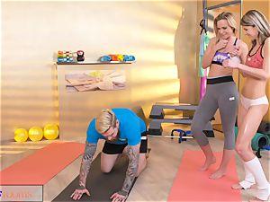 sport rooms insatiable femmes tempt massive salami gym trainer